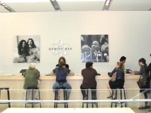 Genius_Bar,_SoHo_Apple_Store,_September_2003